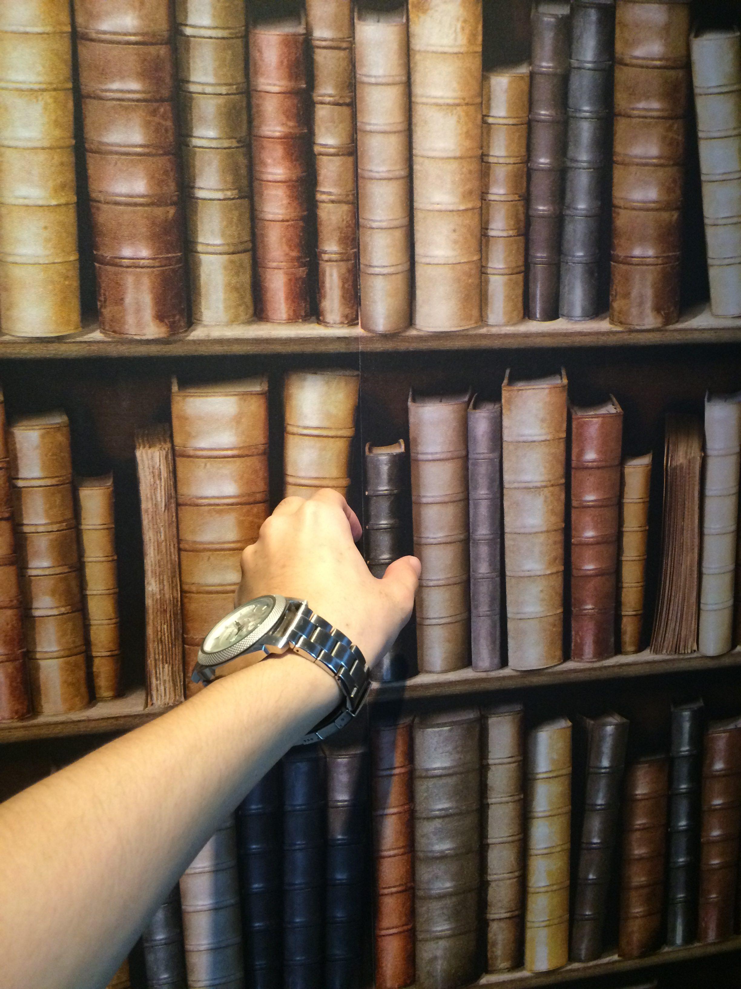 お店の本棚っぽい壁紙の秘密